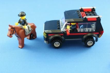 ホーストレーラー付きの4WD9