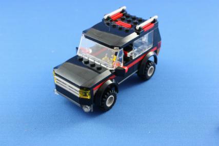 ホーストレーラー付きの4WD10