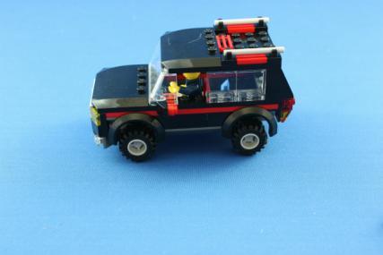 ホーストレーラー付きの4WD11
