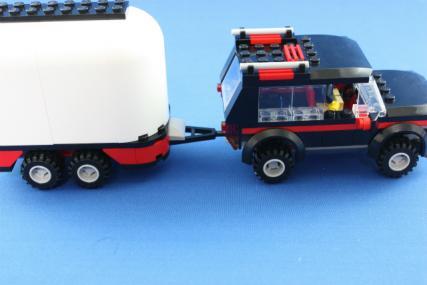 ホーストレーラー付きの4WD15