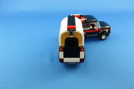 ホーストレーラー付きの4WD17