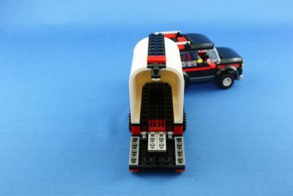 ホーストレーラー付きの4WD18