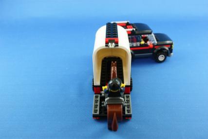 ホーストレーラー付きの4WD19