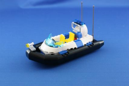 ポリス指令トラックとポリスボート4