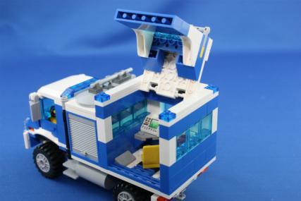 ポリス指令トラックとポリスボート16