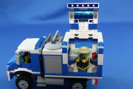 ポリス指令トラックとポリスボート17