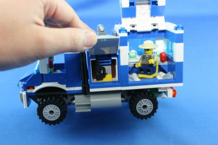 ポリス指令トラックとポリスボート18