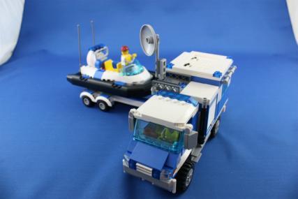 ポリス指令トラックとポリスボート27