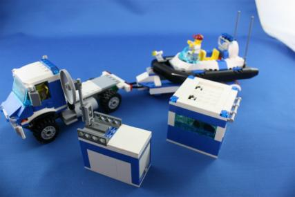 ポリス指令トラックとポリスボート28